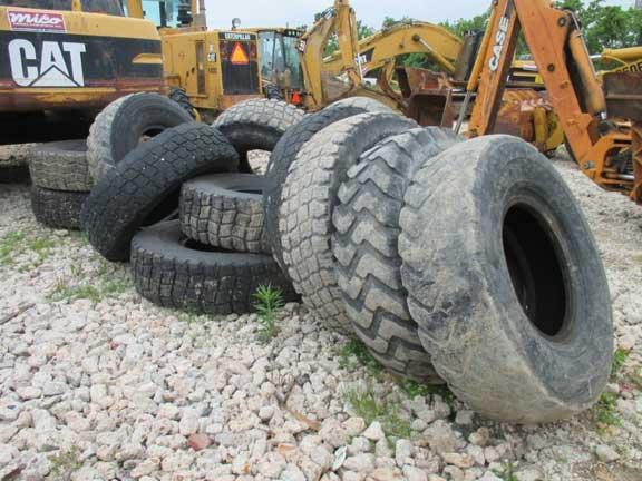 Caterpillar 140G Tires -